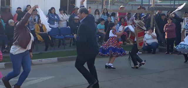 Nuestra primera autoridad comunal Marcos Hernández Rojas estuvo presente en la inauguración de las ramadas de nuestra comuna. Como es tradicional se realizo el sábado […]